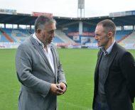Presidente y nuevo entrenador ya pisaron el campo de la Ponferradina juntos. / QUINITO