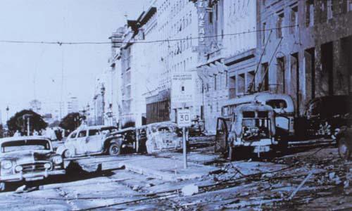 13 bombardeos plaza de mayo