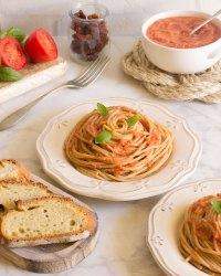 Pasta con salsa de tomate en 5 minutos