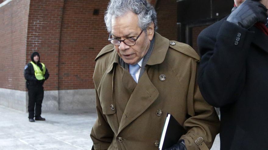 John Kapoor, fundador de la farmacéutica Insys Therapeutics sale del juzgado en Boston el pasado 30 de enero de 2019.