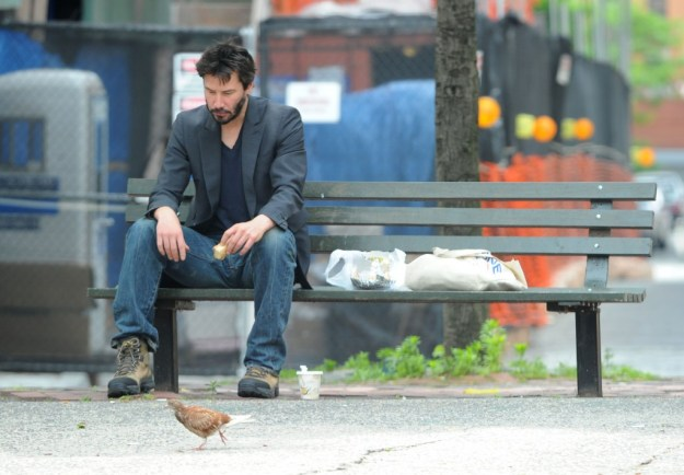 Keanu-Reeves-Bench-03