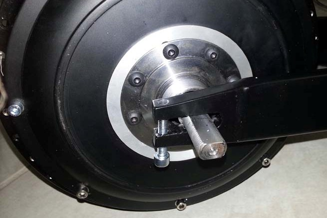 Here's a close-up of the clamping drop-outs on the new swingarm.