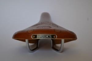 5810 Brooks Team Pro 04