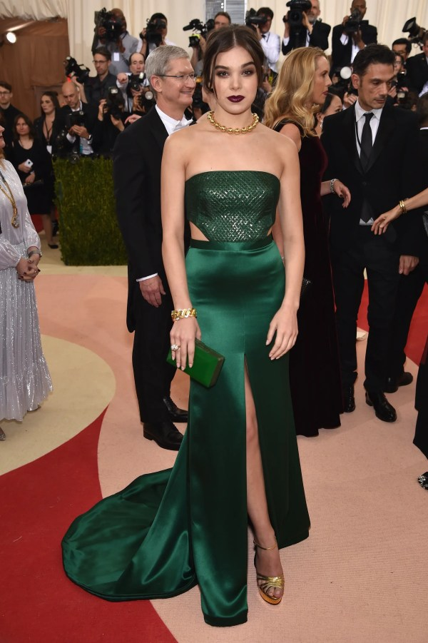 """NEW YORK, NY - MAY 02: Hailee Steinfeld attends the """"Manus x Machina: Fashion In An Age Of Technology"""" Costume Institute Gala at Metropolitan Museum of Art on May 2, 2016 in New York City. Dimitrios Kambouris/Getty Images/AFP"""