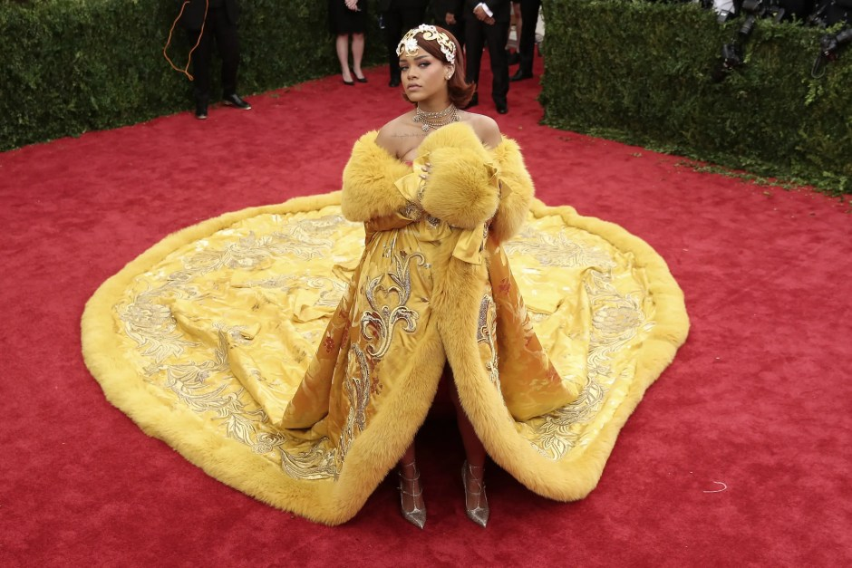 """NEW YORK, NY - MAY 04: Rihanna attends the """"China: Through The Looking Glass"""" Costume Institute Benefit Gala at the Metropolitan Museum of Art on May 4, 2015 in New York City. (Photo by Neilson Barnard/Getty Images)"""