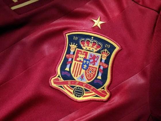 camiseta-espana-eurocopa-2012-escudo