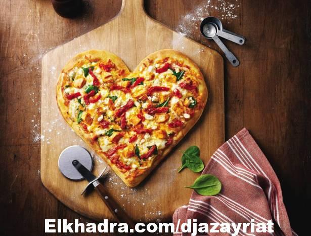 """حضروا """"البيتزا"""" بطريقة سهلة ومميزة! (بالفيديو)"""
