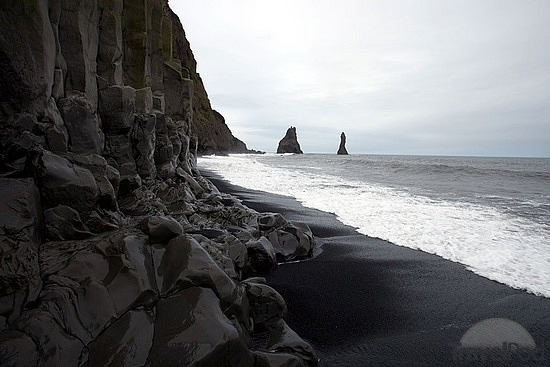 black-sand-beach-vik