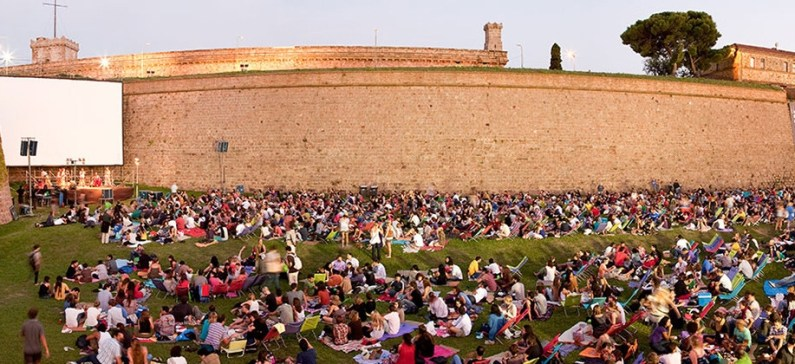 A greek cinema among europe s most spectacular outdoor for Cinema montjuic 2016