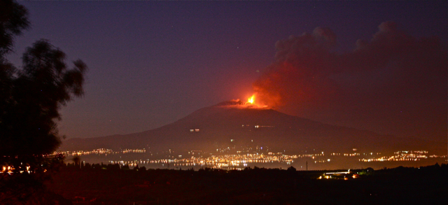 becca-garber-mount-etna-erupting-april27