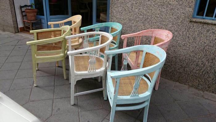 18-Mesas-y-sillas-de-colores
