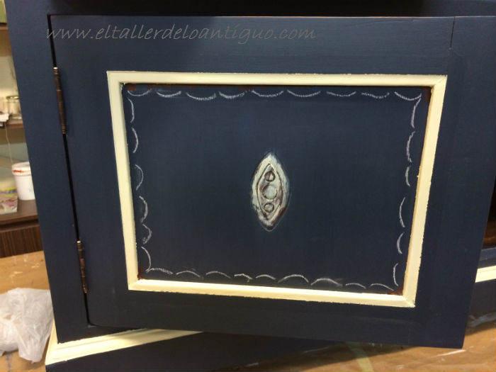 8-Pintura-decorativa-en-un-mueble-ingles