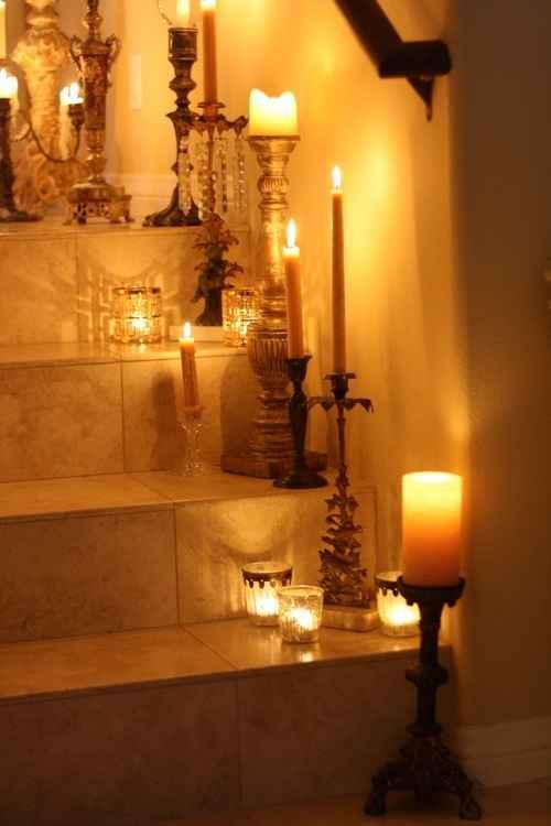 decora con velas en candelabros
