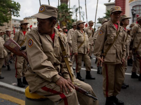 Los cientos de ciudadanos armados en Venezuela que preocupan al mundo