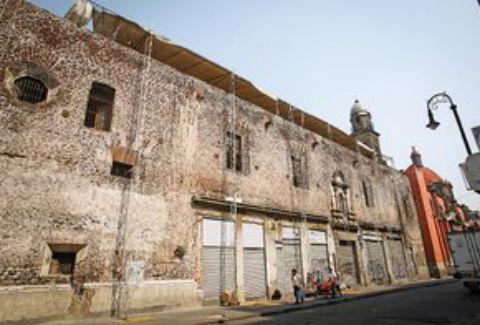 Descuido En El Traspatio Del Centro Historico Queretaro