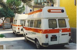 Foto 29: Fiat 238E Mariani Alfredo & Figlio, 1982 dunque uno degli ultimi prodotti; acquirente la Misericordia di Viareggio. La foto evidenzia il particolare tetto studiato dall'allestitore e i lampeggianti posteriori blu ed arancio presenti su questo esemplare – foto Alberto Di Grazia