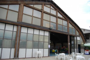 02: l'ingresso del PalaPlan, al cui interno era stata allestita la Mostra Fotografica, l'area espositiva dei disegni dei bambini delle scuole locali, quella dei truccatori ed il maxi-schermo