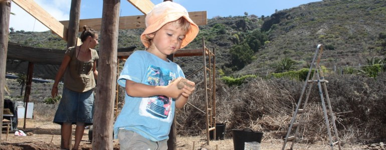 Yago a ajutat foarte mult, și-a adus găletușa și lopățelele de plajă și s-a implicat în proiect
