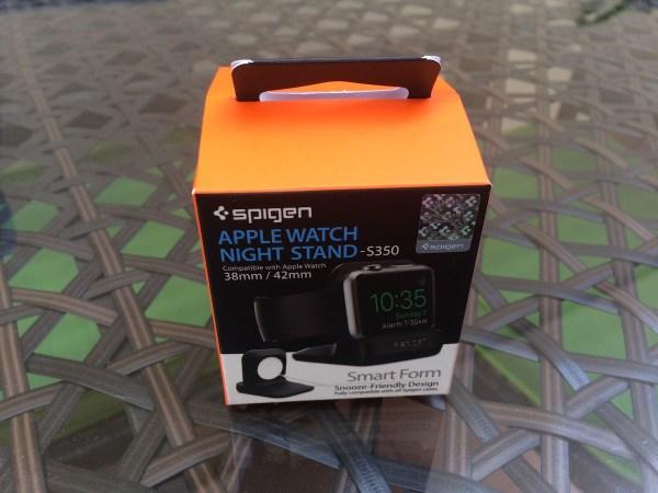 Caja del Apple Watch Night Stand de Spigen, cuadrada y pequeña