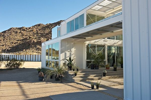 Container-House-in-Mojave-Desert-3