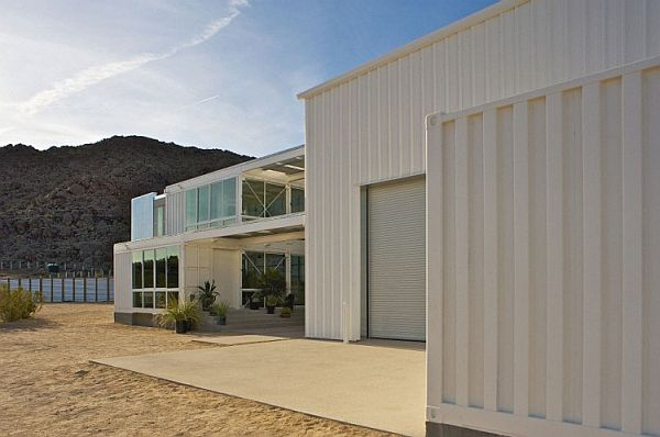 Container-House-in-Mojave-Desert-4