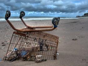 Rifiuti-abbandonati-spiagge