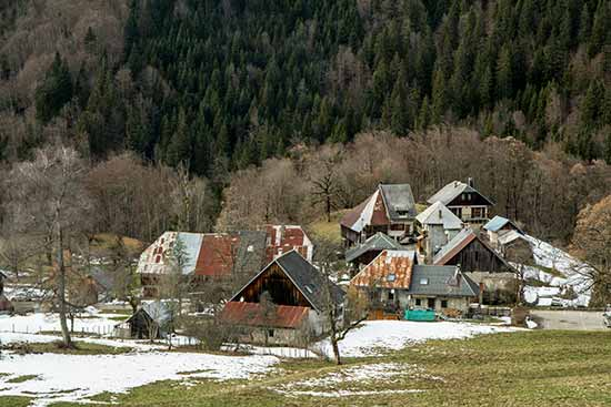maisons-village-bauges-alpes