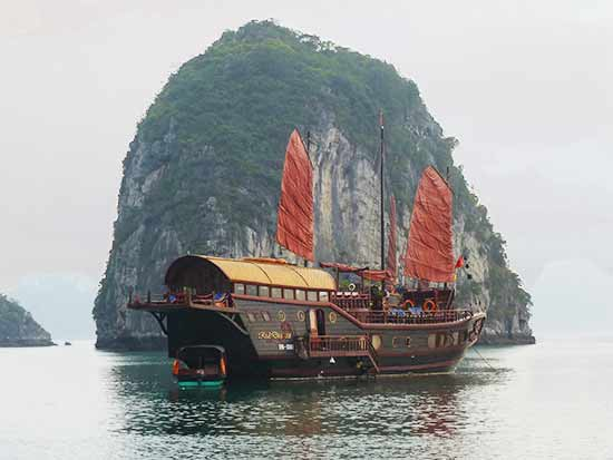 jonque-baie-halong-vietnam