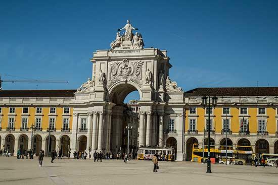 arc-du-triomphe-place-du-Commerce-Lisbonne