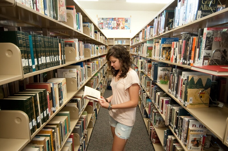 our school library   short paragraph or essay for student