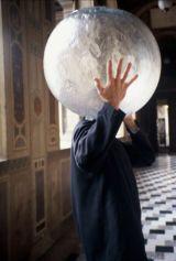 Jana Sterbak, Atlas, 2002. Photographie couleur Frac Haute-Normandie © Jana Sterbak