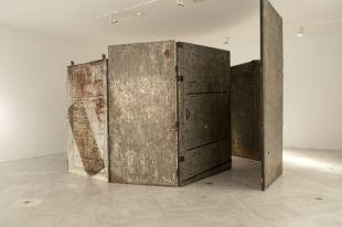 Louise Bourgeois, Cell (Archof Hysteria), 1992-1993. Bronze, acier, bois, toile Centre Andalou d'art contemporain, Séville Photo Guillermo Mendo © Veagp 2013