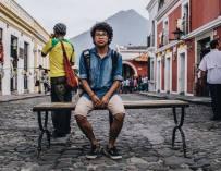 Los que se quedan: Un testimonio de resistencia juvenil frente a la migración parental