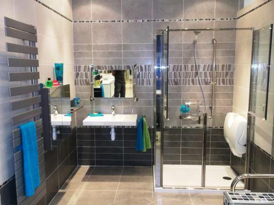 aménagement salle de bains douche Grenoble personne agée mobilité