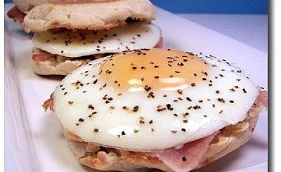 bocado-de-huevo-jamon-y-pesto