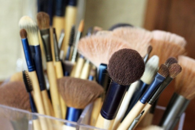 makeup-brushes, applying makeup with brushes