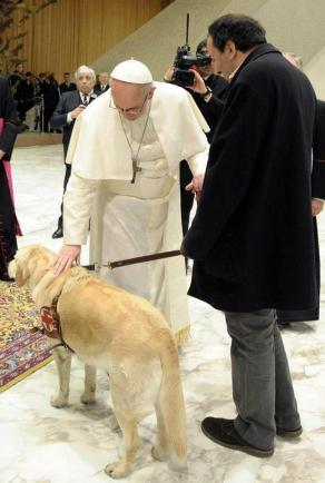 Pope-Francis-with-dog