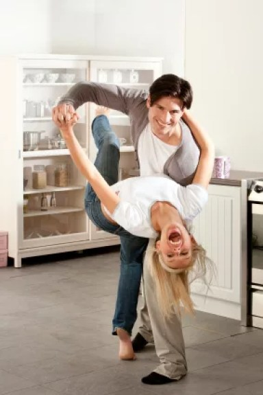 couple_dancing_kitchen1
