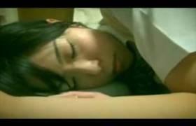 気づかないうちにレ●プ・・制服のJK美少女に睡眠薬を飲ませ犯すハンディカメラの主観映像・・ww
