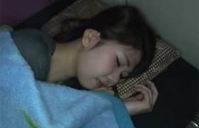 【無・個人撮影投稿・高画質】フリーターの美少女に睡眠薬飲ませてレ●プした生々しい映像・・