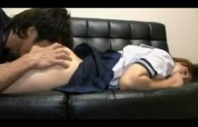 制服のJ○の飲み物にクスリを入れておき侵入してレ●プw寝てる間にアナルまで嗅がれる。