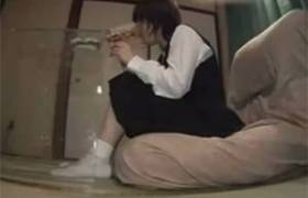 【中○生レ●プ動画】行く場所の無い家出少女を狙う非道な手口w薬を飲ませ犯される・・