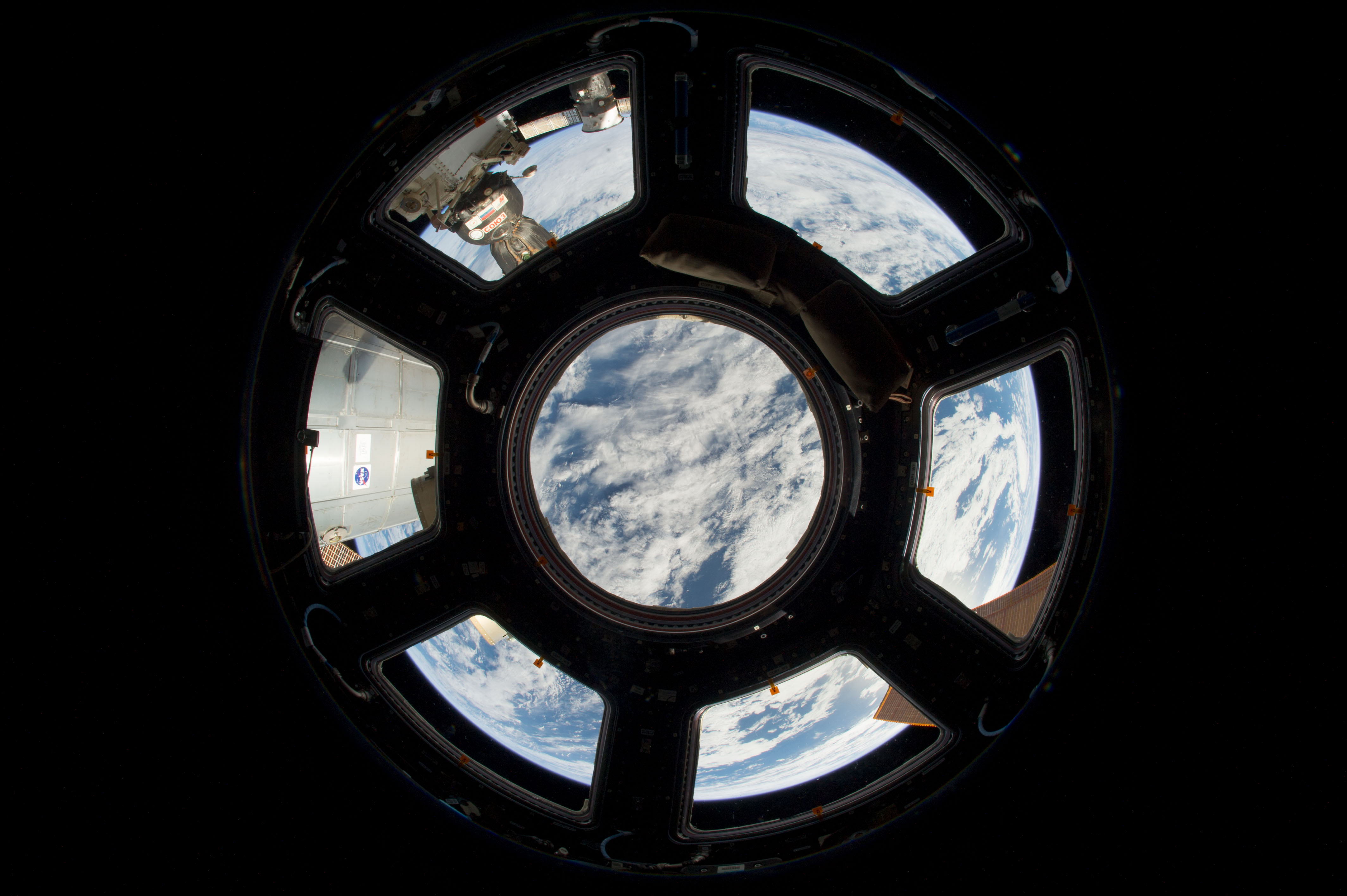 Iss Wallpaper Hd Space In Images 2013 07 A Window On The World