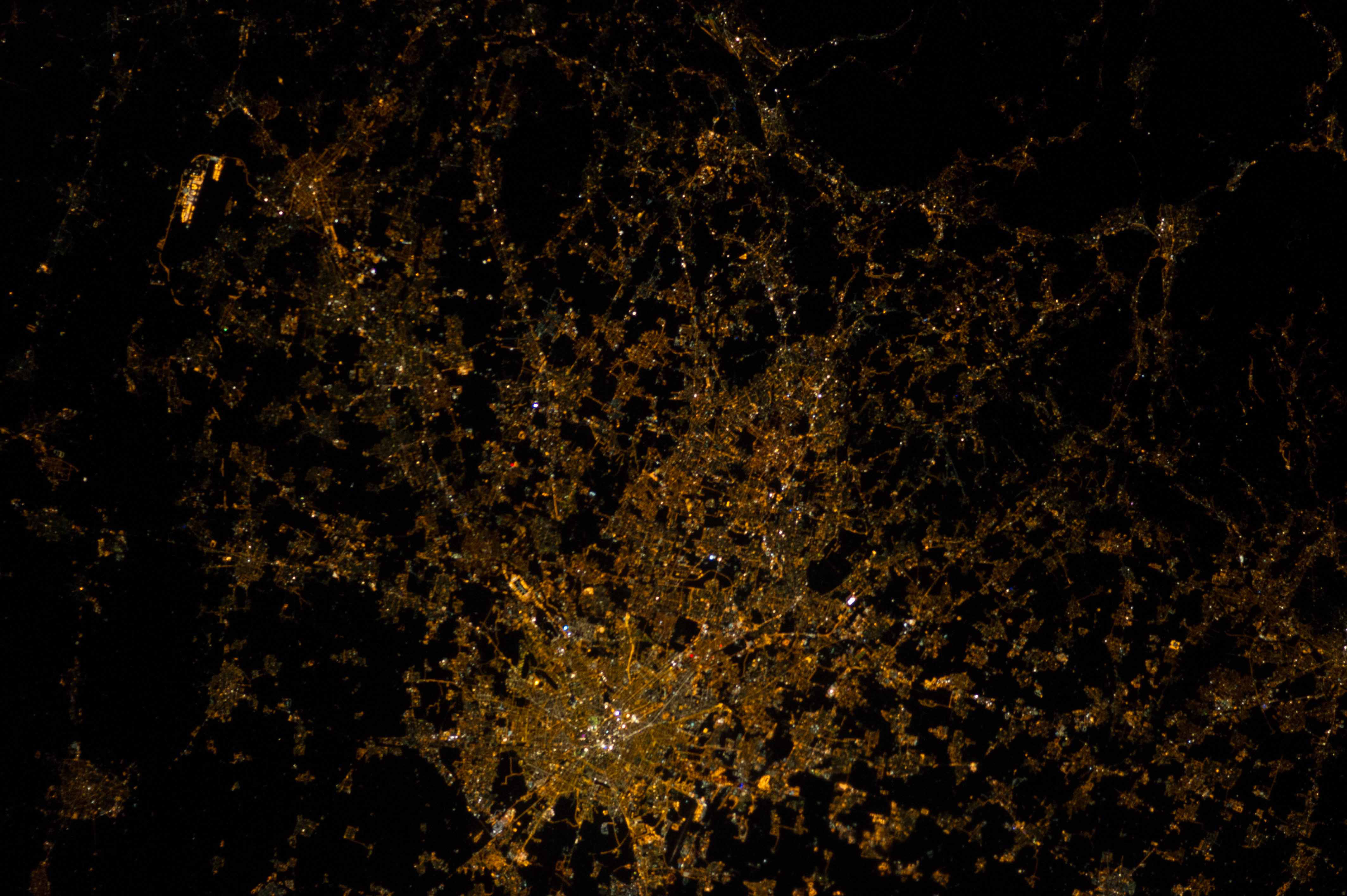 400 800 Hd Wallpaper Space In Images 2014 02 Milan Italy