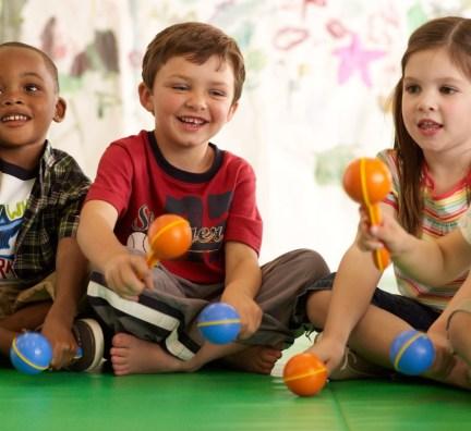 4 maneiras para estimular a generosidade entre crianças