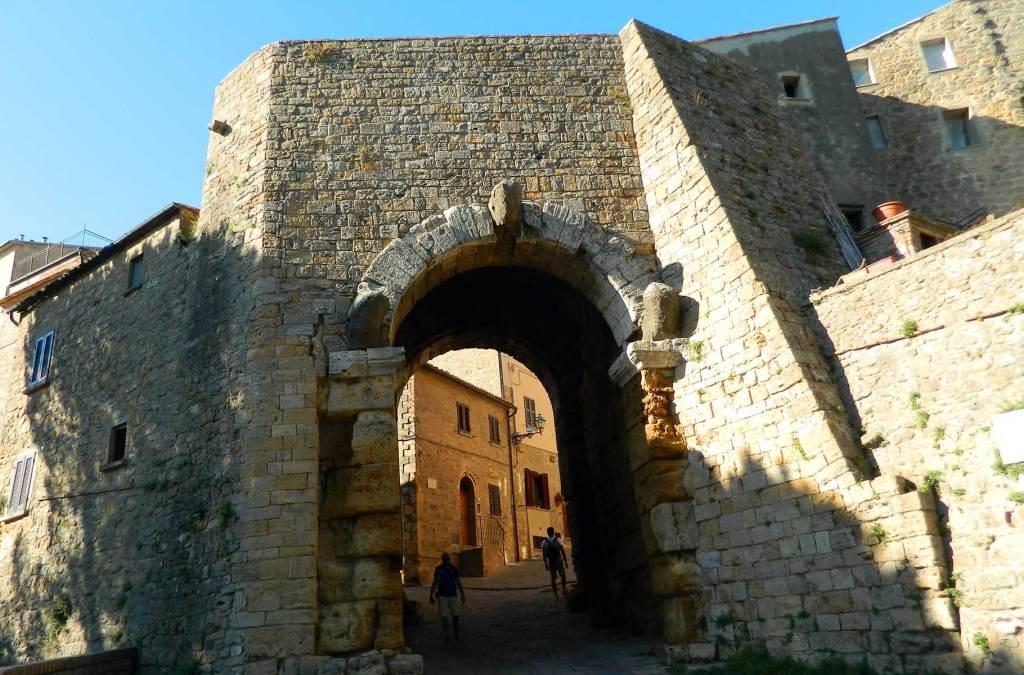 Roteiro na Toscana - Porta all'Arco, em Volterra