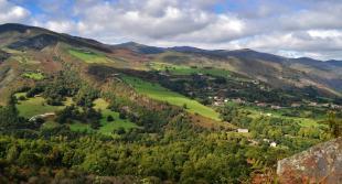 Vista panorámica de El Tojo desde el Mirador de Peña Colsa