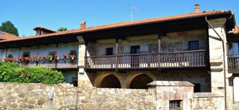 Casonas del Barrio Escagedo (s. XVIII), Ucieda