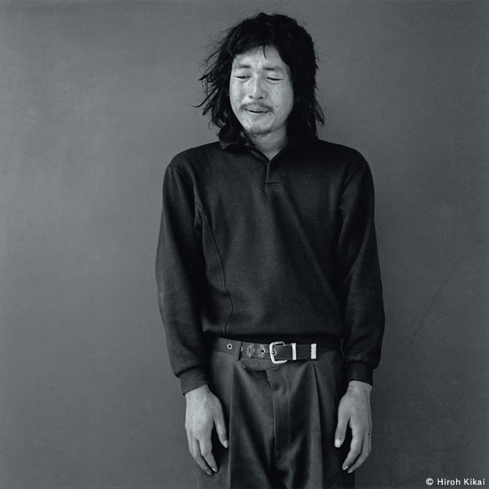 Hombre joven que anduvo hasta aquí desde muy lejos, 1999 © Hiroh Kikai