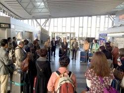 Reunión antes del comienzo del viaje en el aeropuerto de Sendai.
